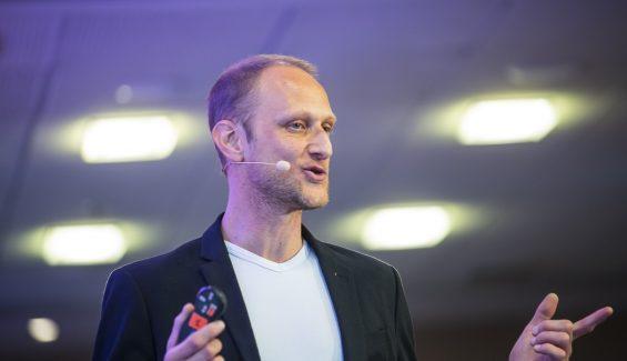 Simon Caporossi : Parcours et Avis sur sa Formation Business Revolution