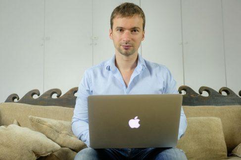 """Olivier Roland : Parcours et Avis sur le Travail du """"Blogueur Pro"""""""